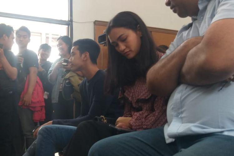 Atiqah Hasiholan di Pengadilan Negeri Jakarta Selatan, Ampera, Cilandak, Kamis (11/7/2019) untuk mendampingi ibunya Ratna Sarumpaet menjalani sidang putusan kasus penyebaran berita bohong atau hoaks.