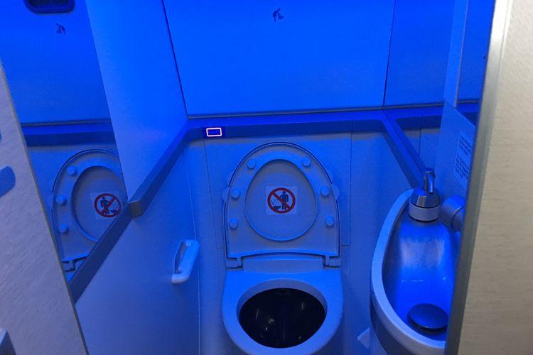 Toilet di pesawat Boeing 737 MAX 8 telah dioperasionalkan oleh Garuda Indonesia, di Bandara Soekarno-Hatta, Tangerang, Minggu (7/1/2018).