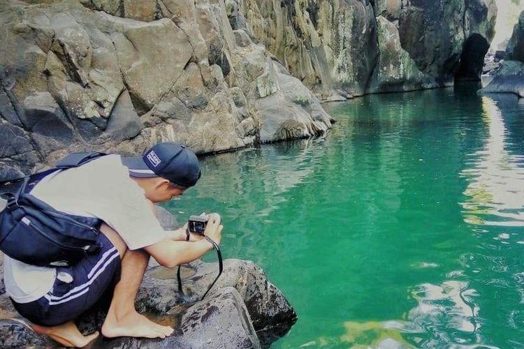 Leuwi Jurig berada di Kampung Rupit, Desa Bojong, Kecamatan Bungbulang, Kabupaten Garut, Jawa Barat. Di sini pengunjung bisa berenang di kedalaman air lebih dari10 meter dengan pemandangan yang indah.