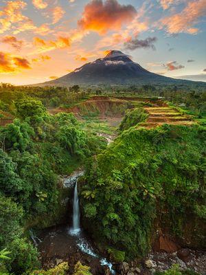 Air terjun Kedung Kayang di kaki Gunung Merapi yang berlokasi di Kabupaten Magelang, Jawa Tengah.
