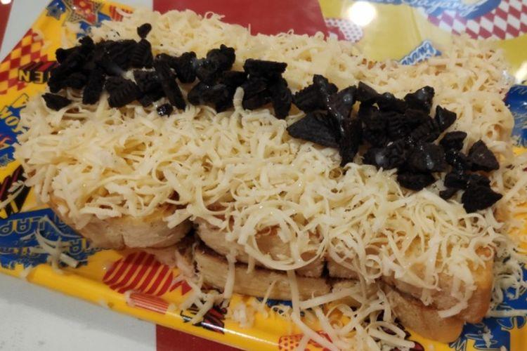 Roti bakar ovomaltine keju oreo di Indomen.