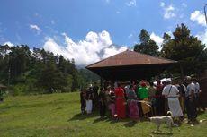 Pemakaman di Kaki Gunung Agung, Pengantar Dibatasi