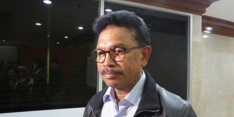 Anggota Komisi XI DPR Johnny G Plate di Kompleks Parlemen, Senayan, Jakarta, Senin (20/3/2017)