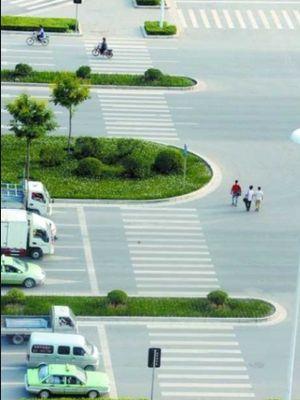 Zebra cross di Jalan Fengzhuang, Nansan Road, Zhengzhou, China