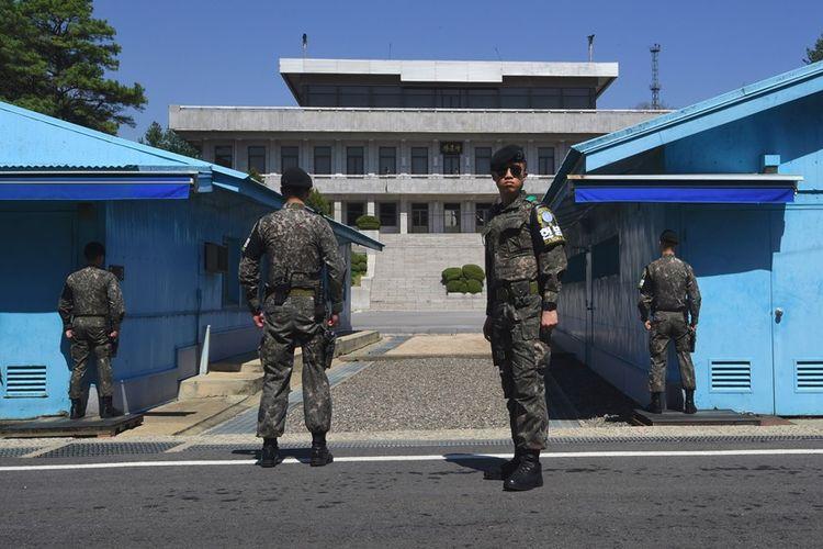 Tentara Korea Selatan tampak berjaga di perbatasan Korea di Desa Panmunjom.