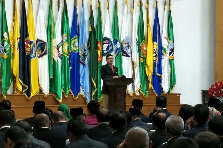 Menteri Dalam Negeri melantik Kepala Badan Penelitian dan Pengembangan, Kementerian Dalam Negeri Doddy Riyadmadji sebagai penjabat Gubernur Kalimantan Barat, Jakarta, Senin (15/1/2018).