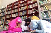 Cerita Tia yang Tak Peduli Tak Digaji agar Anak-anak Bisa Membaca (2)