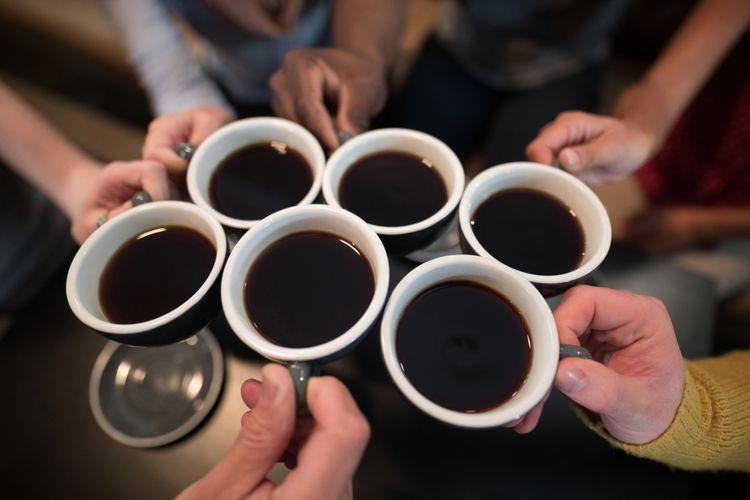 Ilustrasi minum kopi