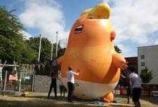 Balon Bayi Trump Raksasa Sambut Kedatangan Presiden AS ke Inggris