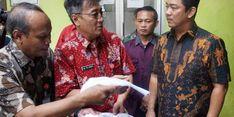 Wali Kota Semarang Antar Sendiri e-KTP Ke Rumah Warga