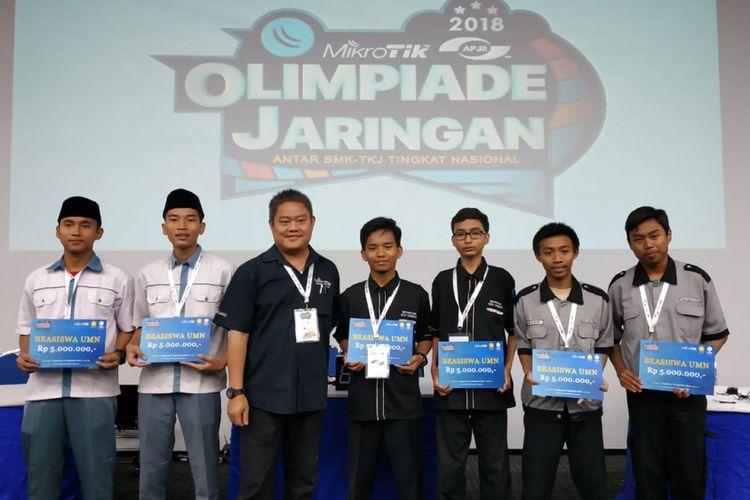 Para pemenang region Jabodetabek dan Banten yang lolos ke tingkat Nasional turut memperoleh penghargaan berupaya vocher beasiswa dari Universitas Multimedia Nusantara.