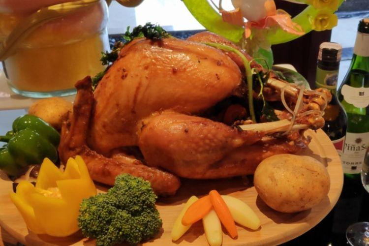 Kalkun panggang disjaikan di.makan malam Natal di The Suktan Hotel & Residence Jakarta.