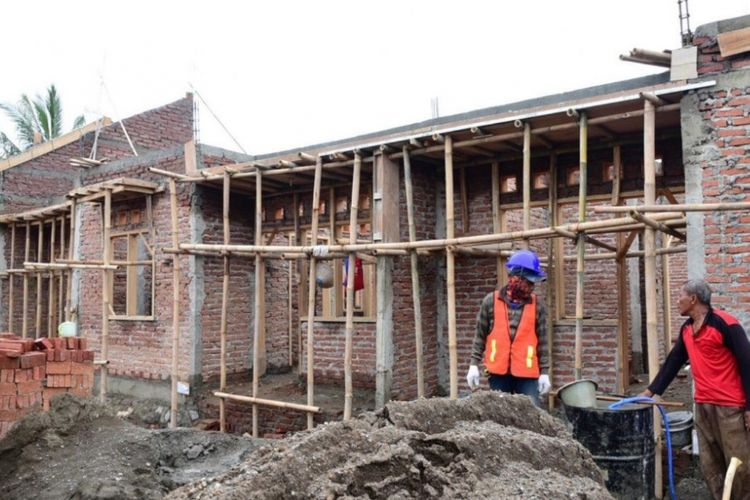 Pembangunan rumah khusus di Kampung Nelayan Tegalsari.