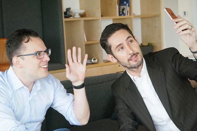 Kevin Systrom (kanan) dan Mike Krieger (kiri)