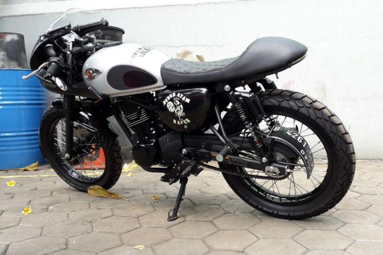 Kawasaki W175 yang dimodifikasi bergaya caferacer. Pengerjaannya dilakukan oleh bengkel custom Katros Garage yang berlokasi di kawasan Bintaro, Tangerang Selatan.
