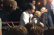 Saat Jokowi Mendadak Beli Durian di Dumai