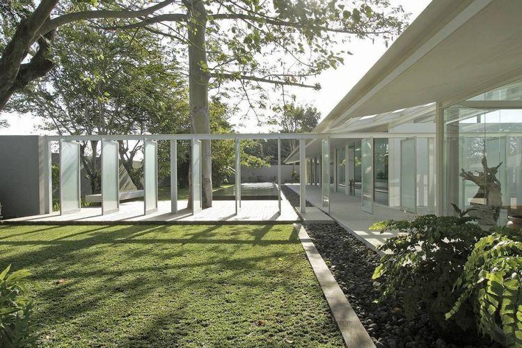 Courtyard KP House & Studio karya Studio Tonton