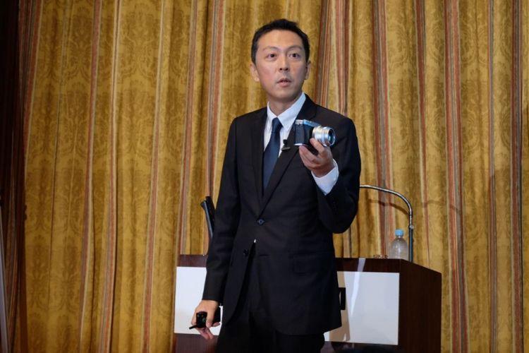 Toshi iida, General Manager Optical Device & Electronic Imaging Product Division Fujifilm dalam peluncuran Fuji X-E3 di Jepang, Kamis (7/9/2017).