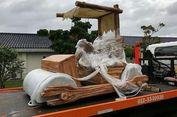 Sultan Johor Malaysia Dapat Hadiah Replika Mobil Flintstone