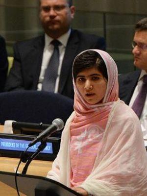 Malala Yousafzai, aktivis remaja yang nyaris tewas ditembak Taliban tahun lalu, berpidato di PBB tepat pada ulang tahunnya yang ke-16, Jumat (12/7/2013). Malala mendesak dunia untuk memberikan akses pendidikan sebesar-besarnya untuk anak-anak.
