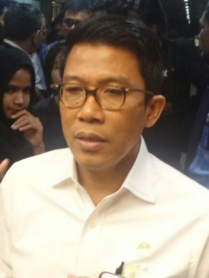 Anggota Komisi XI DPR RI dari Fraksi Partai Golkar Mukhamad Misbakhun di Kompleks Parlemen, Senayan, Jakarta, Selasa (11/7/2017).