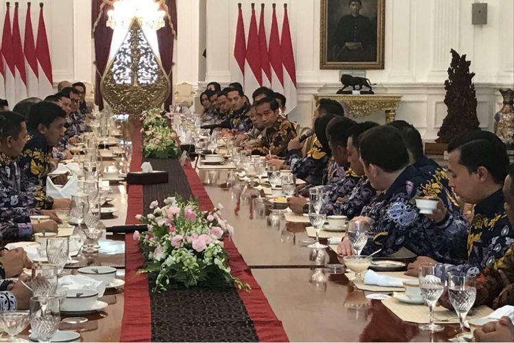 Presiden Joko Widodo, Kamis (5/4/2018) menerima 45 anggota HIPMI se-Indonesia di Istana Merdeka, Jakarta.