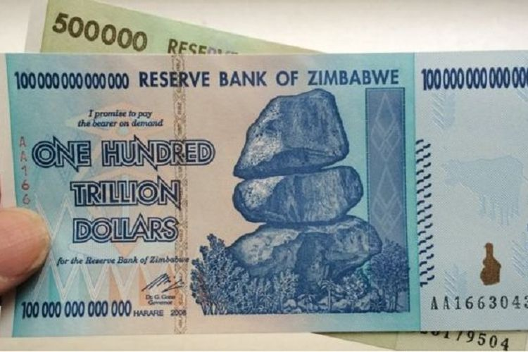 Mata uang dollar Zimbabwe.