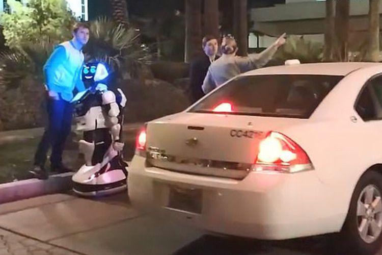 Mobile swakemudi Tesla tabrak robot di Las Vegas