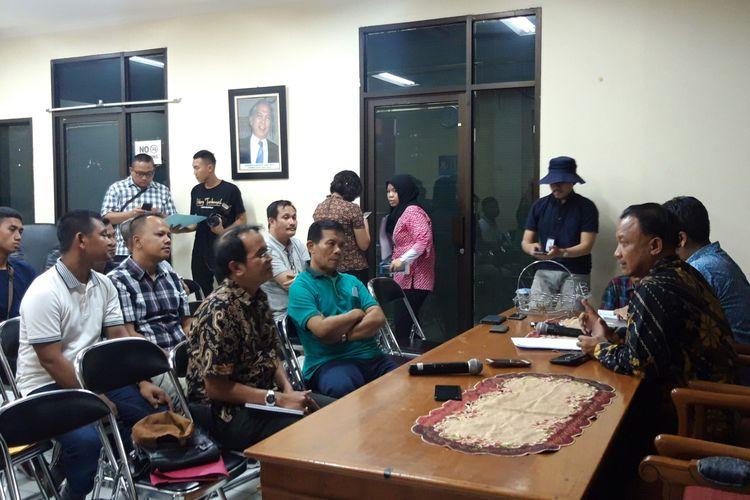 Sejumlah korban kerusuhan 22 Mei 2019 yang kendaraannya dibakar massa melapor ke Komnas HAM, Menteng, Jakarta Pusat, Jumat (31/5/2019)