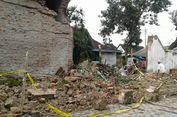 Retak dan Diguyur Hujan, Tembok Pagar Peninggalan Pakubuwono X Roboh