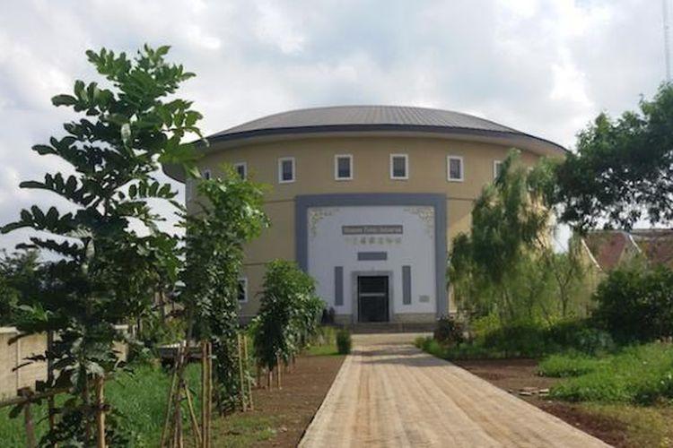 Museum Hakka Indonesia merupakan museum baru di Taman Mini Indonesia Indah. Di museum ini pengunjung dapat mengetahui sejarah dan budaya Tionghoa di Indonesia.