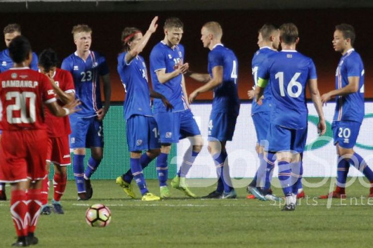Islandia taklukkan indonesia selection 6 0 kompas pemain timnas islandia merayakan gol ke gawang indonesia selection pada laga persahabatan di stadion maguwoharjo stopboris Choice Image
