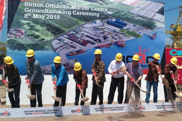 Seremoni ground breaking pelabuhan Bintan Offshore Marin   e Centre (BOMC) di kawasan industri Bintan Inti Industrial Estate, Lobam Bintan Utara, Kabupaten Bintan, Kepulauan Riau, Selasa (8/5/2018).