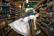 Ingin Ciptakan Momen Berkesan, Pasangan Ini Menikah di Supermarket