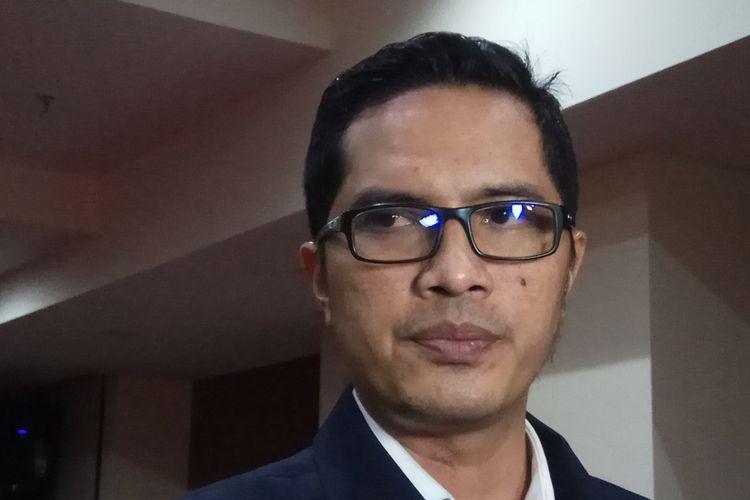 Juru bicara Komisi Pemberantasan Korupsi (KPK) Febri Diansyah menegaskan bahwa pihaknya tetap berkomitmen untuk menuntaskan kasus korupsi pengadaan kartu tanda penduduk elektronik (e-KTP). Jakarta, Jumat (29/9/2017).