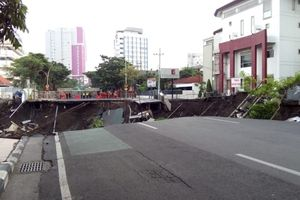 Ahli Geologi Ungkap 2 Penyebab Amblesnya Jalan Gubeng Surabaya