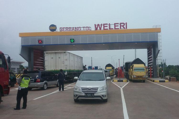 Gerbang tol Batang-Semarang.