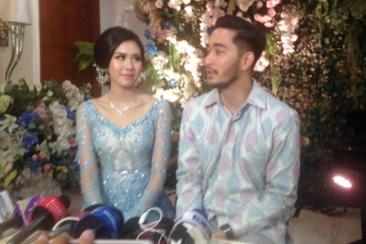 Syahnaz Sadiqah dan Jeje Govinda menjalani proses lamaran di kediaman kakak Syahnaz, Raffi Ahmad, di Green Andara Residences, Jakarta Selatan, Minggu (12/11/2017).