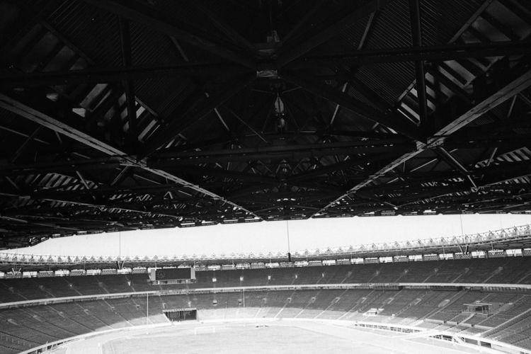 Stadion Utama Gelora Bung Karno adalah sebuah stadion serbaguna diSenayan  Jakarta Pusat yg merupakan bagian dari kompleks olahraga.