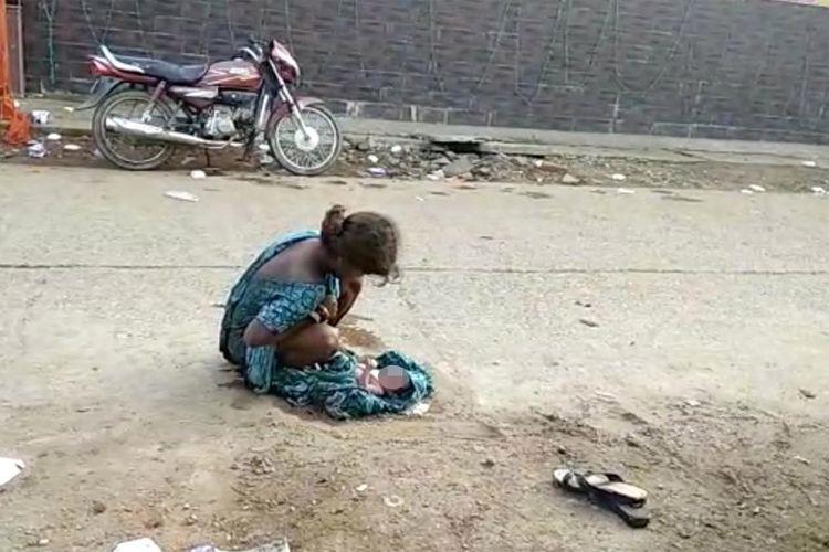 Remaja Ini Terpaksa Melahirkan di Jalan Setelah Diusir Orangtua dan Ditolak RS
