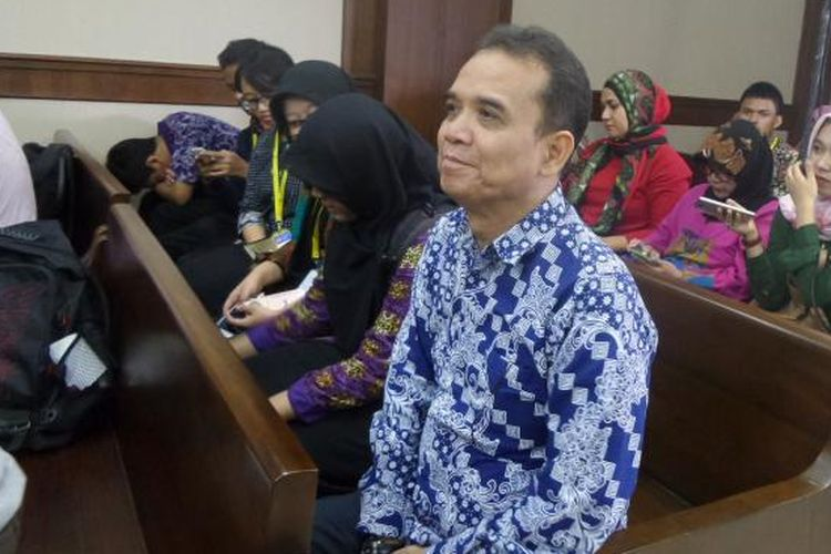 Panitera Pengadilan Negeri Jakarta Pusat, Edy Nasution, menjadi terdakwa di Pengadilan Tipikor Jakarta, Kamis  (8/12/2016).