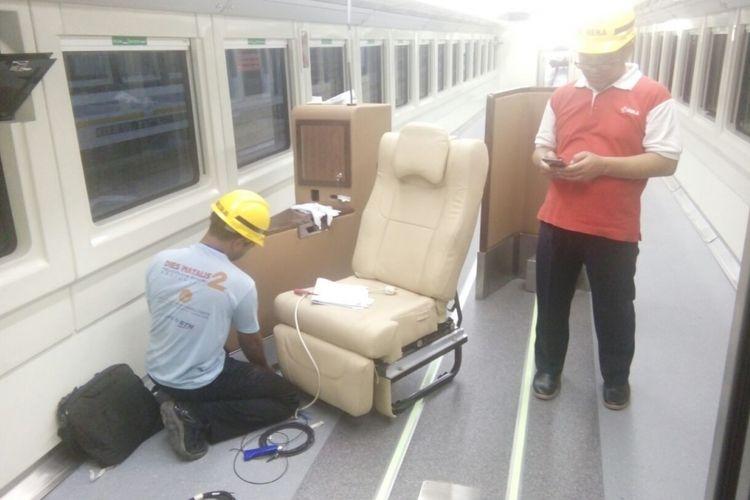 Penampakan model kursi untuk kereta sleeper pesanan PT Kereta Api Indonesia (KAI) yang dibuat PT Industri Kereta Api (Inka). Gambar diambil pada Selasa (8/5/2018).