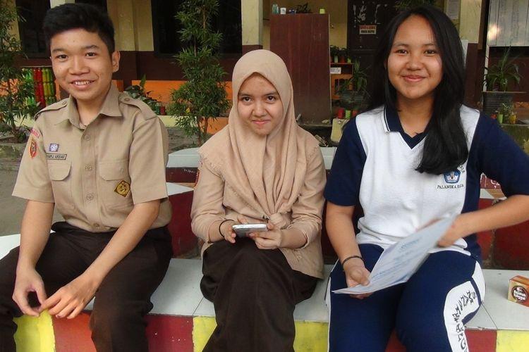 Ketiga siswa yang berhasil mengharumkan Indonesia melalui Karya Ilmiah Kayu Bajakah Penyembuh Kanker(KOMPAS.com/KURNIA TARIGAN)
