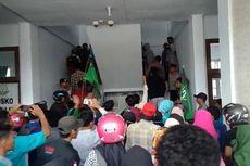 Demo Hari Antikorupsi Ricuh, Mahasiswa  Bentrok dengan Polisi dan Pegawai Kejaksaan