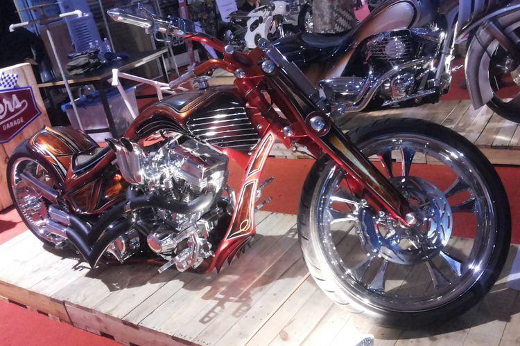 Sepeda motor modifikasi bergaya pro street yang jadi motor custom termahal yang dipajang di selama penyelenggaraan Indonesia International Motor Sow (IIMS) 2018.
