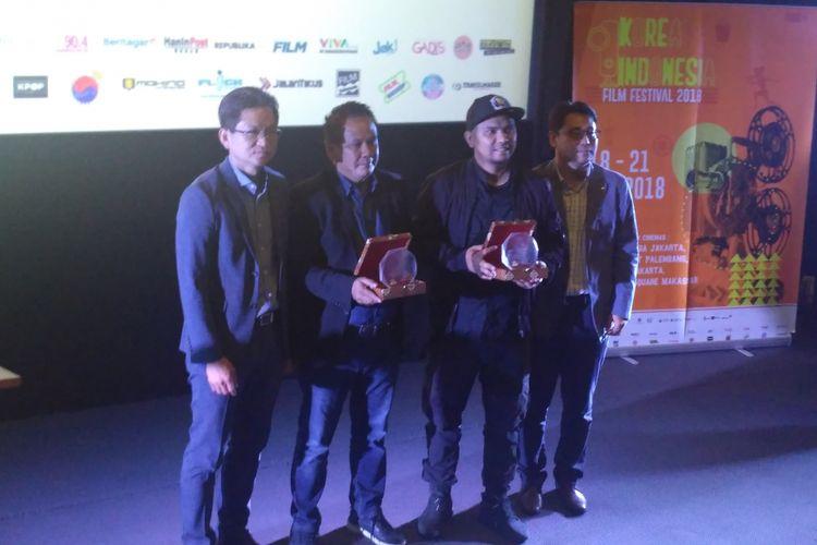 (dari kiri) Chun Young Pyoung (Festival Board KIFF), Ody Mulya Hidayat (Produser Max Picture), Fajar Bustomi (Sutradara Dilan 1990), dan Tomy Kim (Festival Board KIFF) saat jumpa pers Korea Indonesia Film Festival 2018 di Grand Indonesia, Kebon Kacang, Jakarta Pusat, Kamis (11/10/2018).