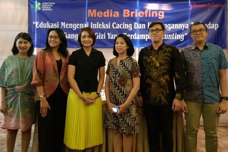 dr Juwalita Surapsari SpGK (ketiga dari kiri) dan dr Elizabeth Jane Soepardi, MPH, DSc (keempat dari kiri) saat acara Combatrin, Jakarta, Jumat (20/4/2018).