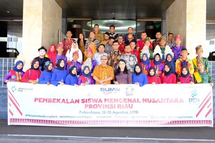 PT Perusahaan Gas Negara Tbk (PGN) mengirim 23 pelajar SMA/SMK dan SLB terbaik Provinsi Riau untuk mengikuti kegiatan Siswa Mengenal Nusantara (SMN) di Maluku pada 15-25 Agustus 2018.