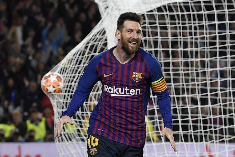 Lionel Messi melakukan selebrasi usai mencetak gol pada laga Barcelona Vs Liverpool di Stadion Camp Nou, Rabu (1/5/2019).