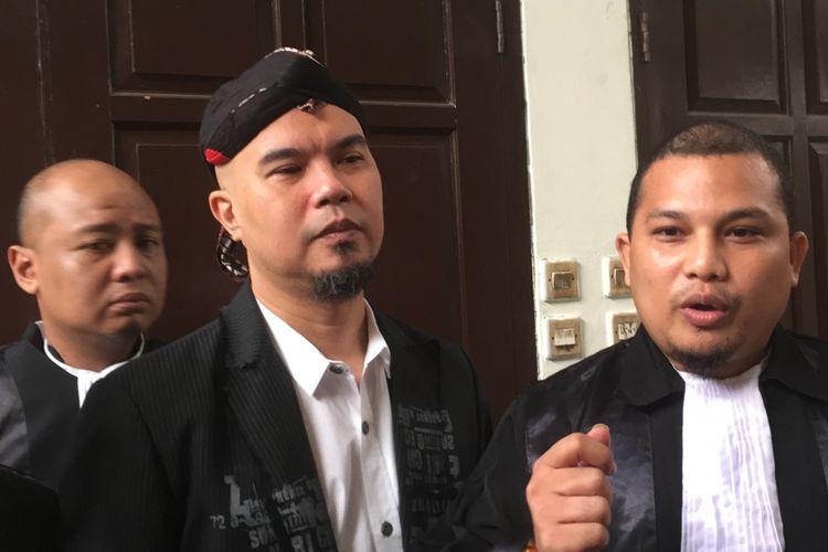 Ahmad Dhani hadir di Pengadilan Negeri Jakarta Selatan, Senin (9/7/2018), dalam rangka menjalani sidang lanjutan kasus dugaan melakukan ujaran kebencian yang menjeratnya sebagai terdakwa